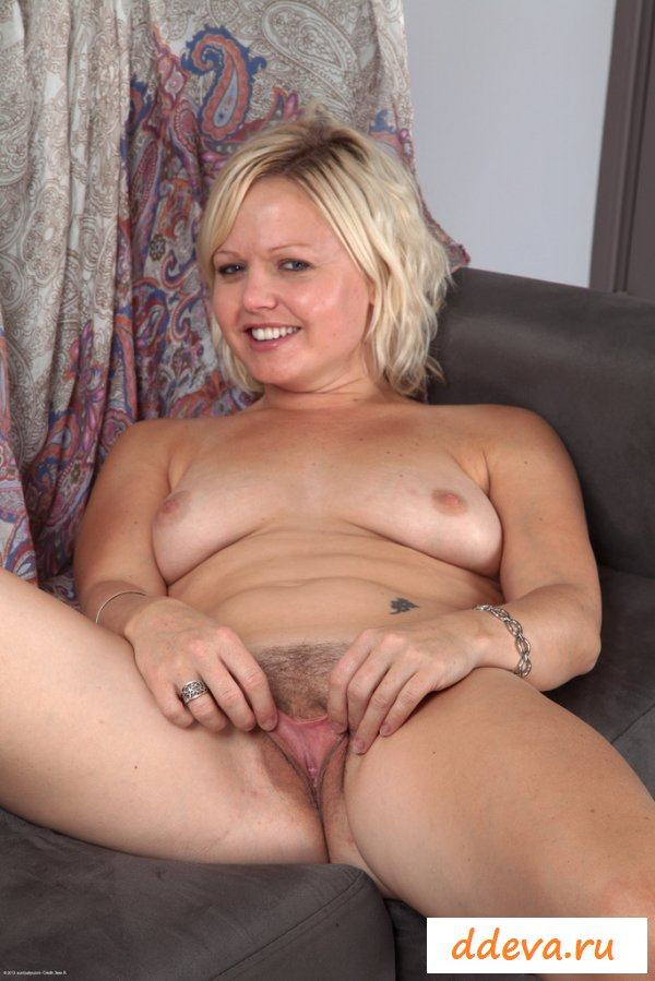 nude-middle-aged-blondes